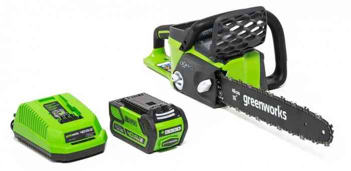 Greenworks-16-Inch-40V-Cordless-Chainsaw-4.0-AH-Battery-Included